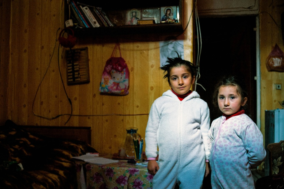 Art and Documentary Photography - Loading 06.Anna.and.Nuki,two.sisters.live.with.the.mother.in1.room.flat.for.rent.jpg