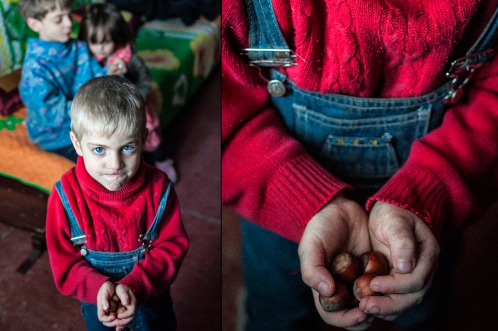 Art and Documentary Photography - Loading 07.Beka,-5-y.old-boy-loves-to-break-hazelnuts-with-teeth,-he-thinks-it's-cool.jpg