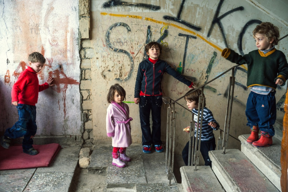Art and Documentary Photography - Loading 09.kids.play.on.the.floor.stairs,as.there's.no.playground.around.building.jpg