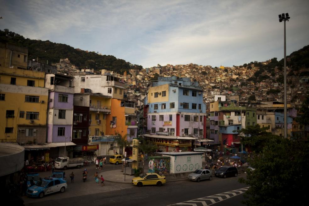 Art and Documentary Photography - Loading RIOfavelas004.jpg