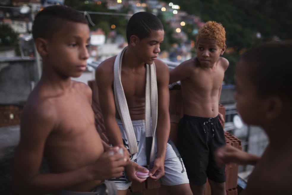 Art and Documentary Photography - Loading RIOfavelas005.jpg
