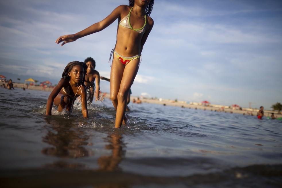 Art and Documentary Photography - Loading RIOfavelas011.jpg