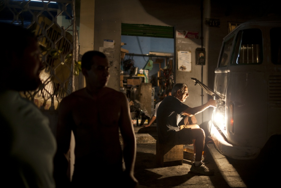 Art and Documentary Photography - Loading RIOfavelas014.jpg