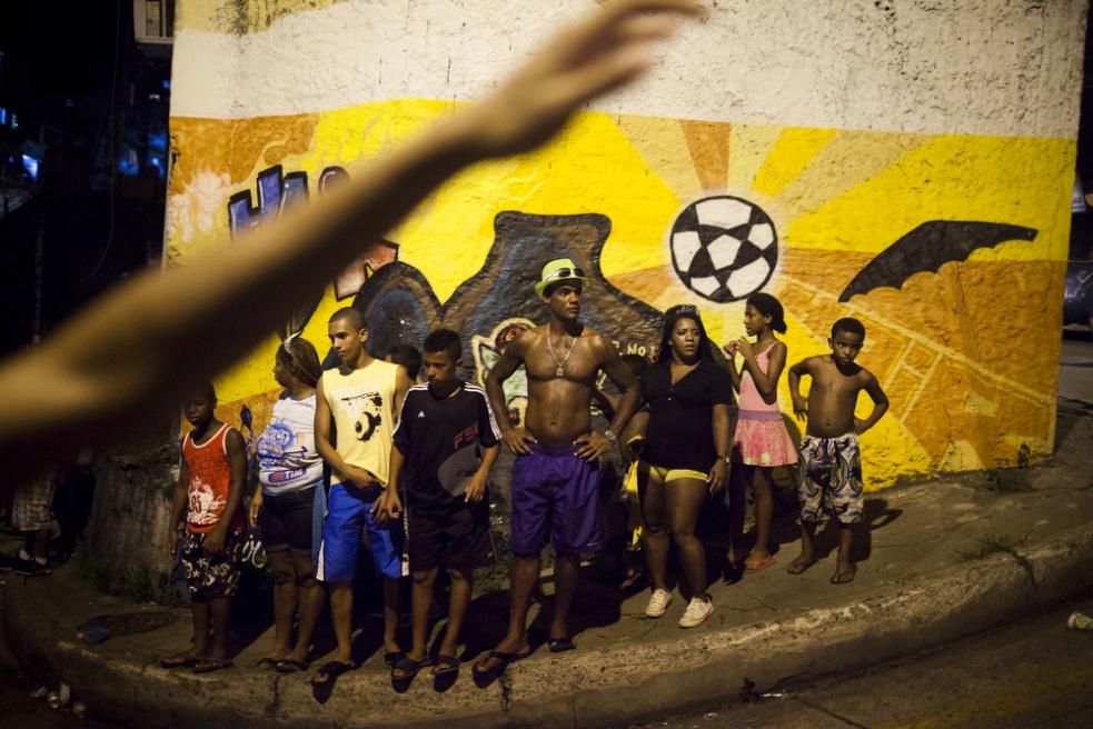 Art and Documentary Photography - Loading RIOfavelas015.jpg