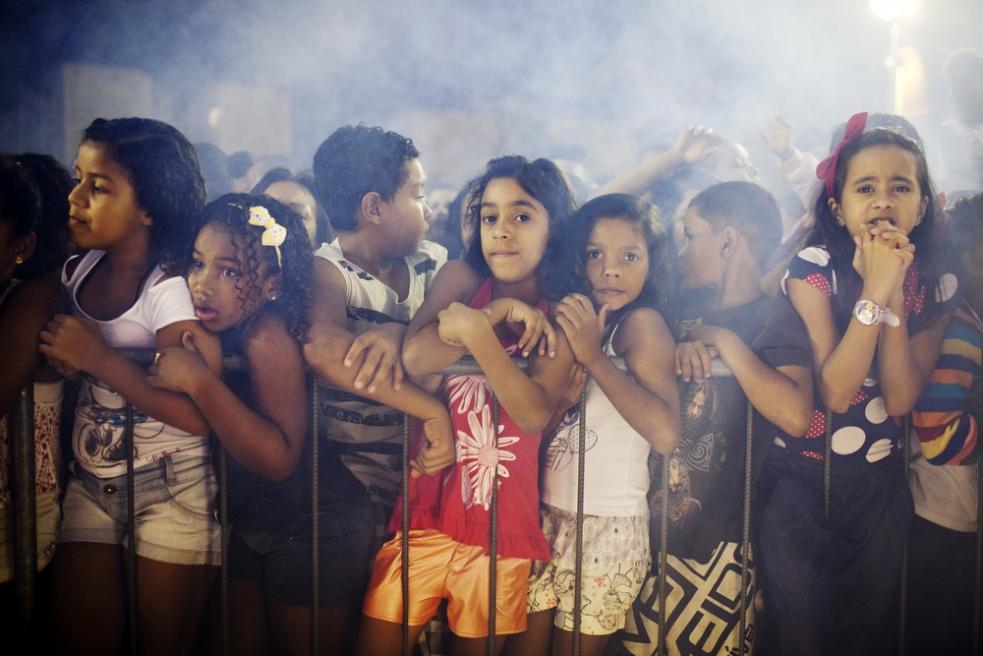Art and Documentary Photography - Loading RIOfavelas018.jpg