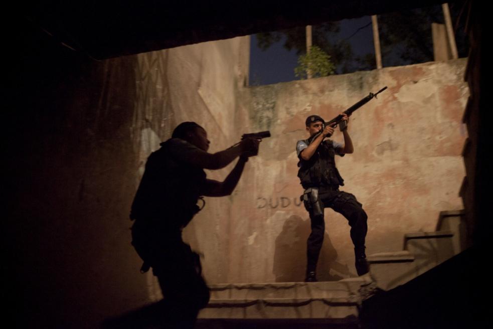 Art and Documentary Photography - Loading RIOfavelas021.jpg