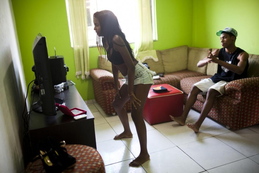 Art and Documentary Photography - Loading RIOfavelas023.jpg