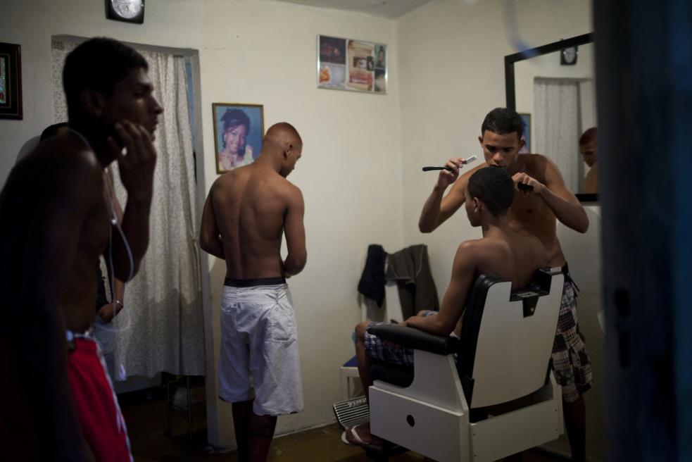 Art and Documentary Photography - Loading RIOfavelas024.jpg