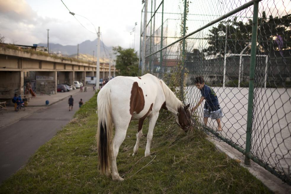 Art and Documentary Photography - Loading RIOfavelas026.jpg