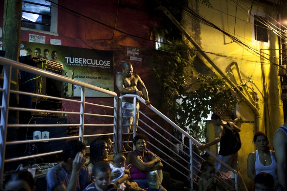 Art and Documentary Photography - Loading RIOfavelas028.jpg