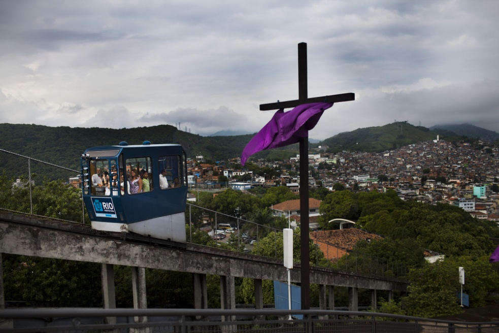 Art and Documentary Photography - Loading RIOfavelas033.jpg