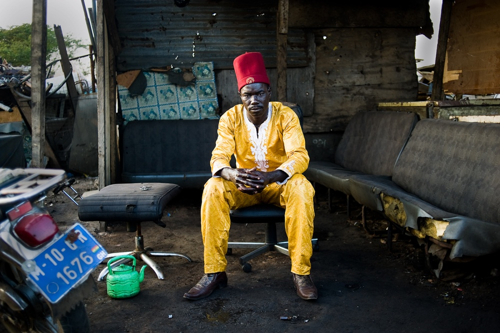 Art and Documentary Photography - Loading loeffelbein_e_waste012.jpg