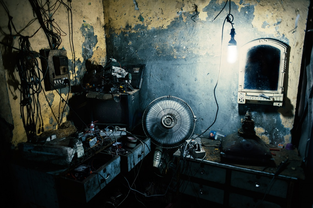 Art and Documentary Photography - Loading loeffelbein_e_waste016.jpg
