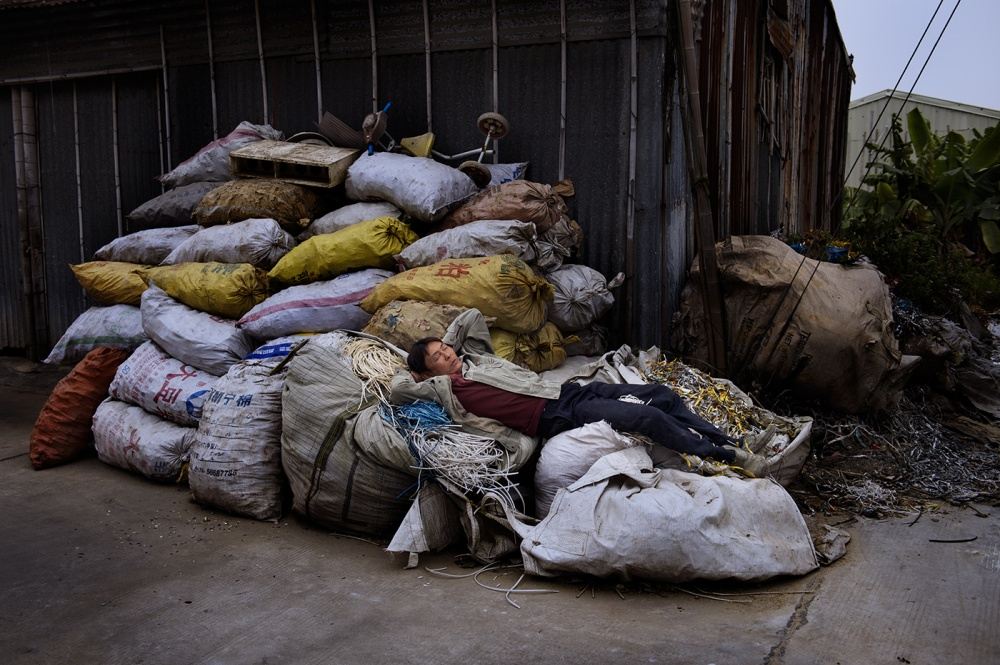 Art and Documentary Photography - Loading loeffelbein_e_waste035.jpg