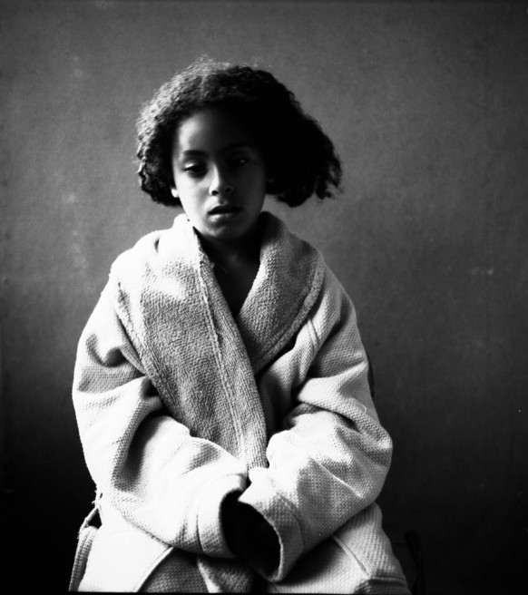 Photography image - Loading portarit of a young girl.jpg
