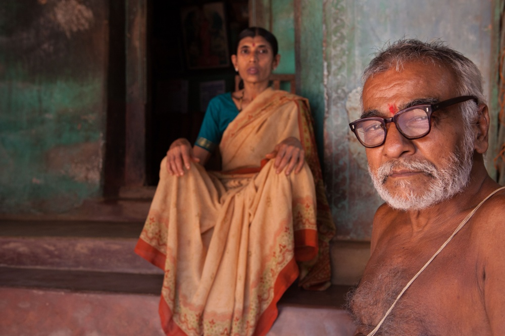 Art and Documentary Photography - Loading Hindu Man and Wife.jpg