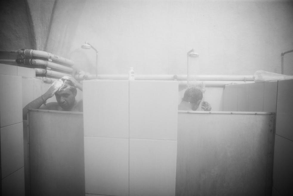 Art and Documentary Photography - Loading Public bathing siamak ebrahimi (23).jpg