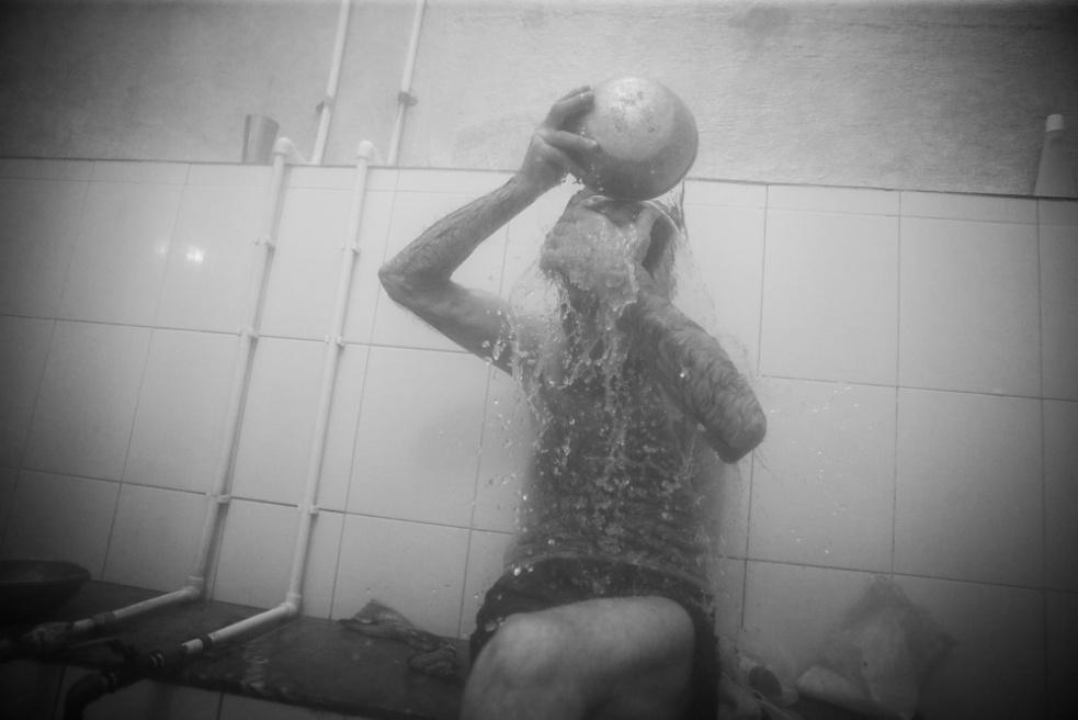 Art and Documentary Photography - Loading Public bathing siamak ebrahimi (25).jpg