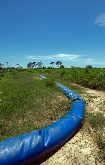A large pump transports water around the raised fields 'Camellones' during the dry season.