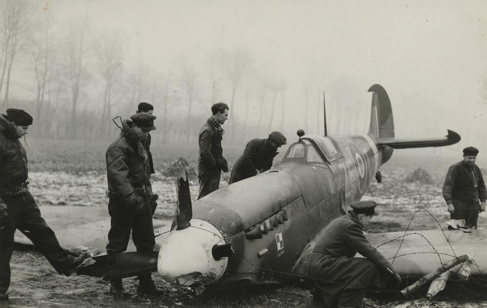 Art and Documentary Photography - Loading Solarski_Airmen07.jpg