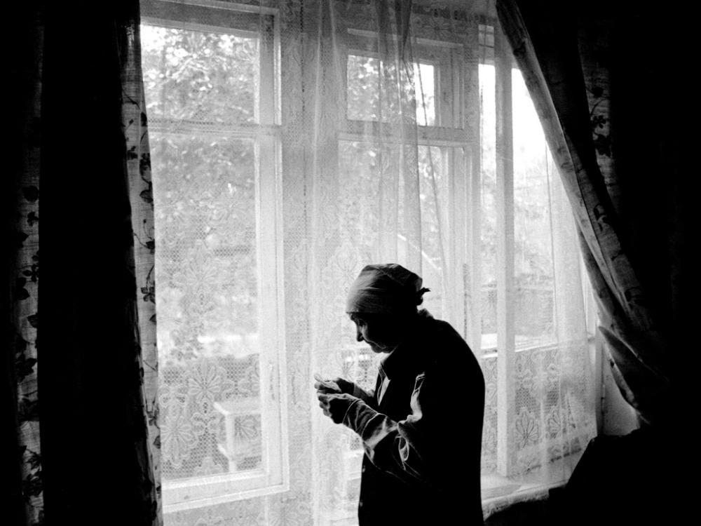 Art and Documentary Photography - Loading 01:Azerbaijan:Mark.Rafaelov:Inessa.by.the.window.jpg