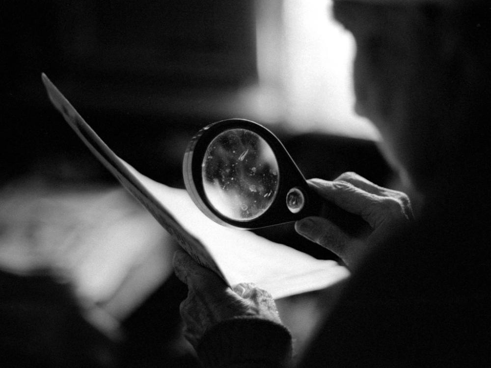 Art and Documentary Photography - Loading 06:Azerbaijan:Mark.Rafaelov:Inessa.reads.with.magnif.glass.jpg