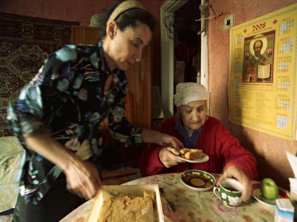 Art and Documentary Photography - Loading 05:Azerbaijan:Mark.Rafaelov:Inessa.&.Irena.have.tea.home.jpg