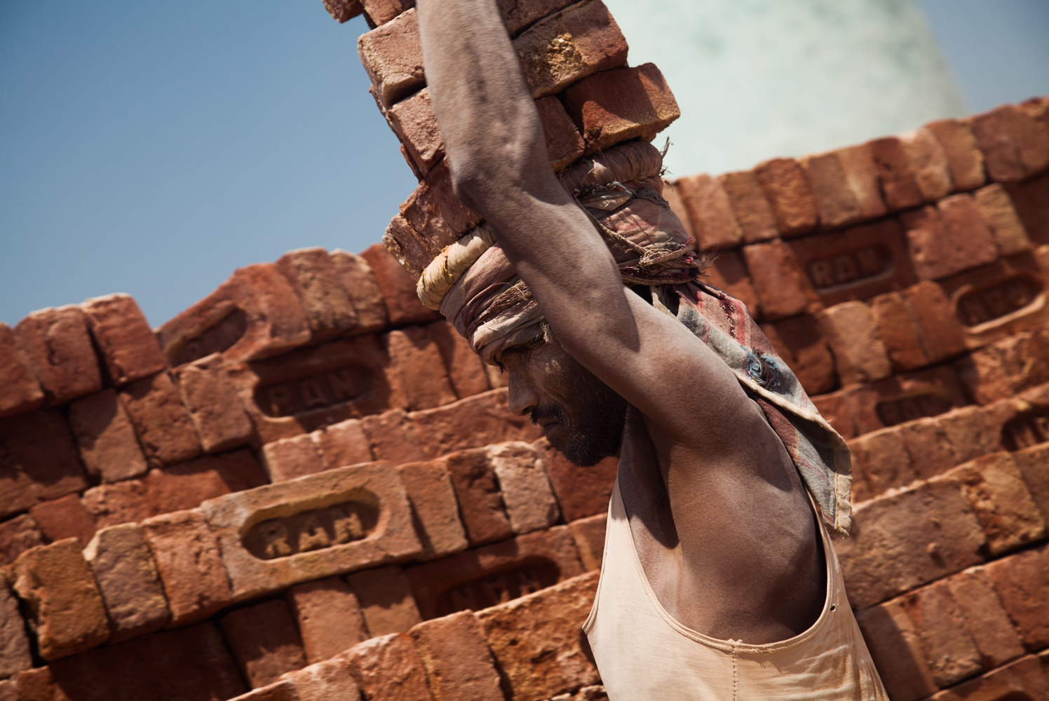 A brick worker next to a migrant camp outside Moradabad, India. The polio vaccination strategy has to play special emphasis on reaching remote and marginalized communities.