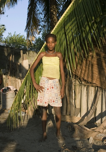Karina Martinez Nuñez, participant in La Boquilla project, by Roger Triana / 2005