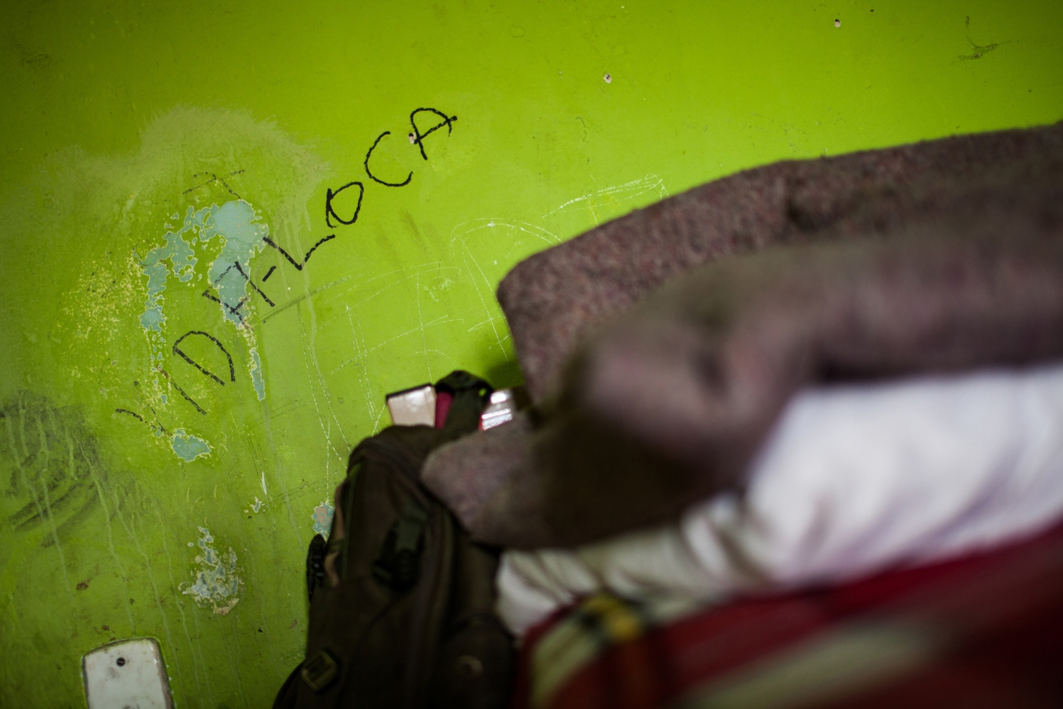 "A graffiti that says ""vida loca"" (crazy life) painted in a De Braços Abertos hotel room. Despite the heavy government intervention, drug traffickers still control much of everyday life in Cracôlandia. For instance, the hotels are known to be rife with illegal activity. Though the hotels are sponsored by the city, the police need warrants to enter – and almost never do. ""We all know [the hotels] are horrible places,"" said William Thomaz, lieutenant of Cracôlandia's military police unit. ""It's like 'don't ask, don't tell'."