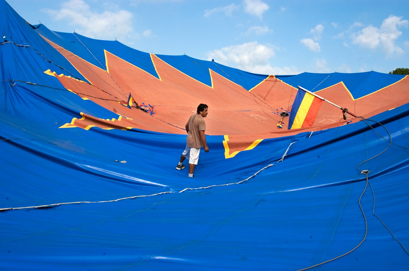 Art and Documentary Photography - Loading tent Cuco.jpg