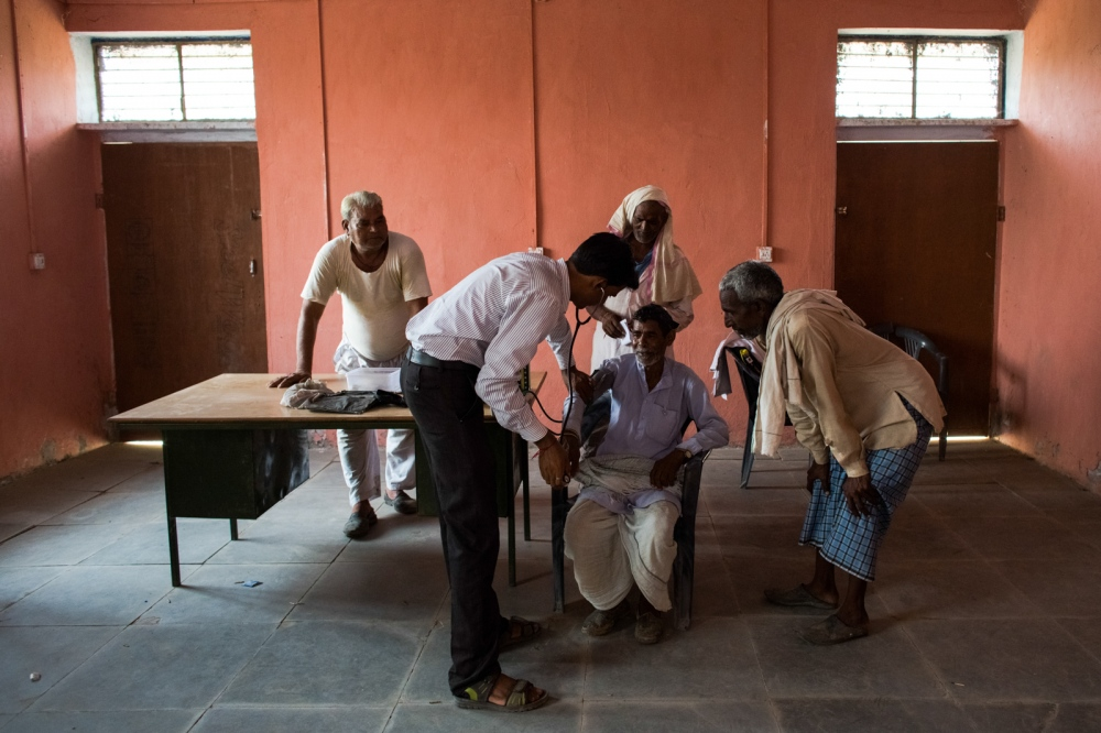 An Indian optician takes the blood pressure ofa glaucoma patient at a field camp in Chilori village, Reni, some 55 kms from Alwar in the state of Rajasthanon August 28, 2014.
