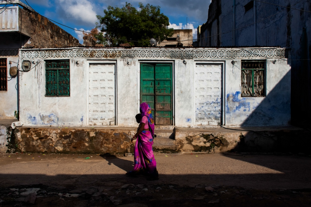 An Indian woman and child walk throughMalakhera village, some 30 kms from Alwar in the state of Rajasthanon September 4, 2014.