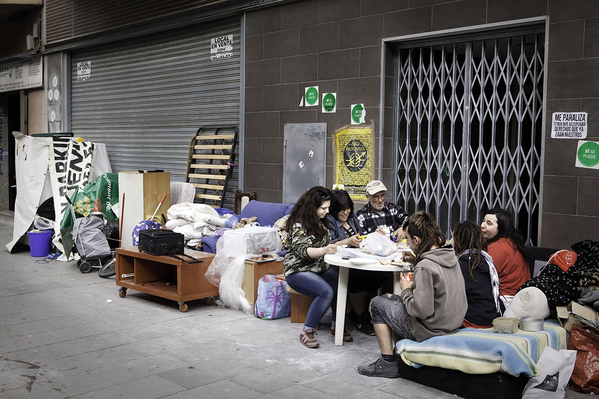 Residents of the occupied building Insula Utopia having lunch in the streets of Nou Barris (Barcelona) after police sealed the building. After the closure of Insula Utopia, the families spent nine days sleeping in the street with all their belongings, demanding a social housing alternative from Barcelona city hall, since they didn't have where to go.
