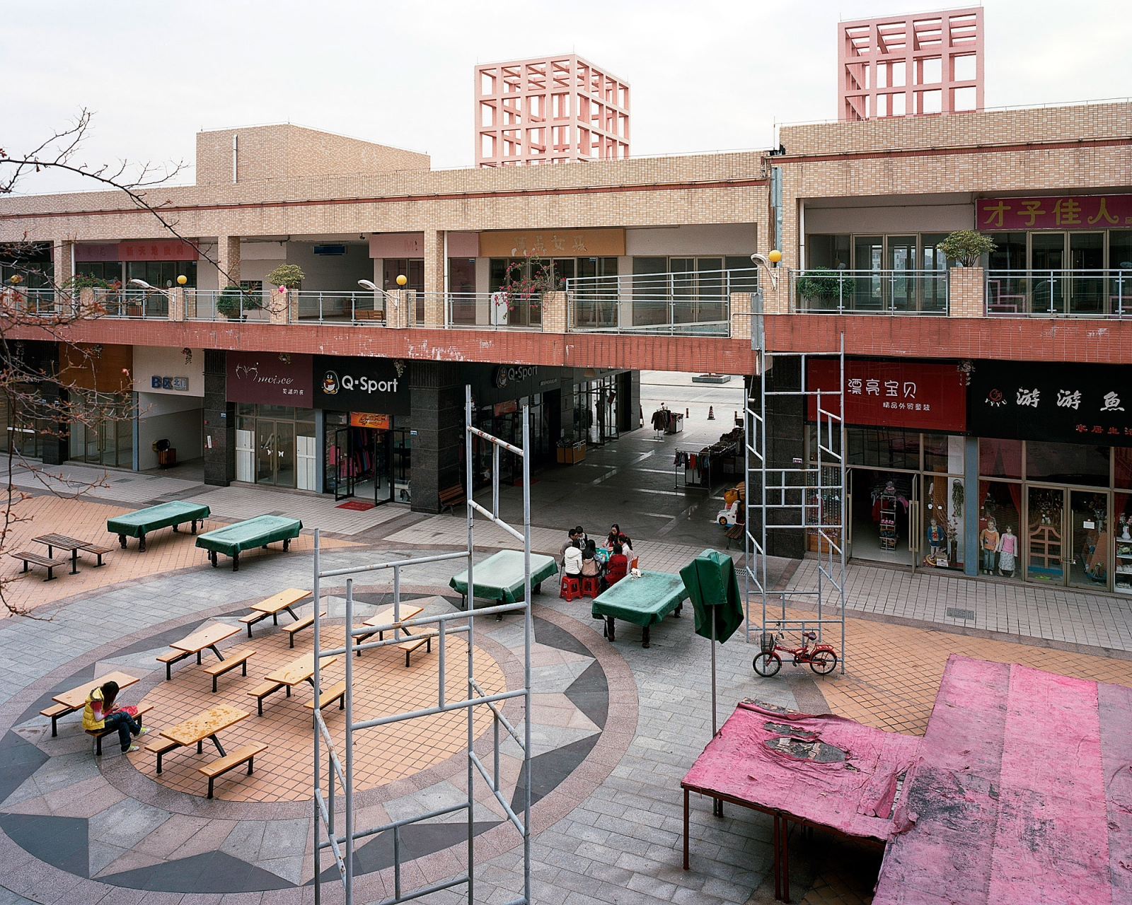 Art and Documentary Photography - Loading Malls_13.JPG