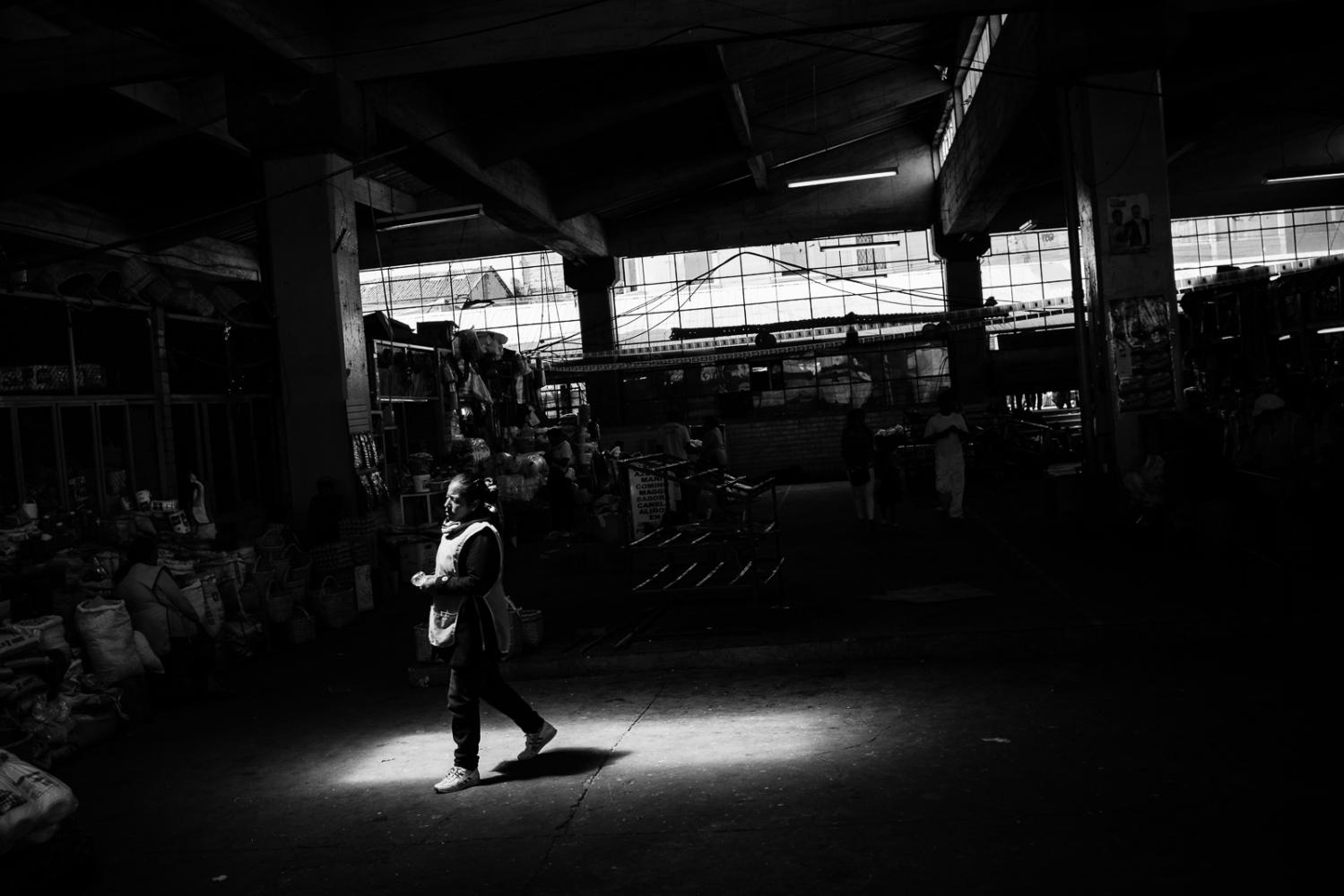 Art and Documentary Photography - Loading guerra_mercado_01.jpg