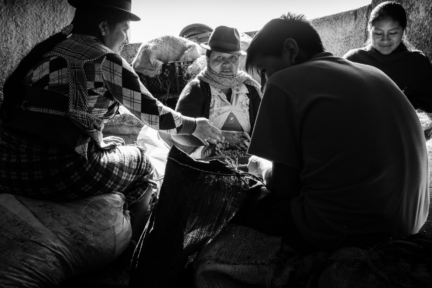 Art and Documentary Photography - Loading guerra_mercado_02.jpg