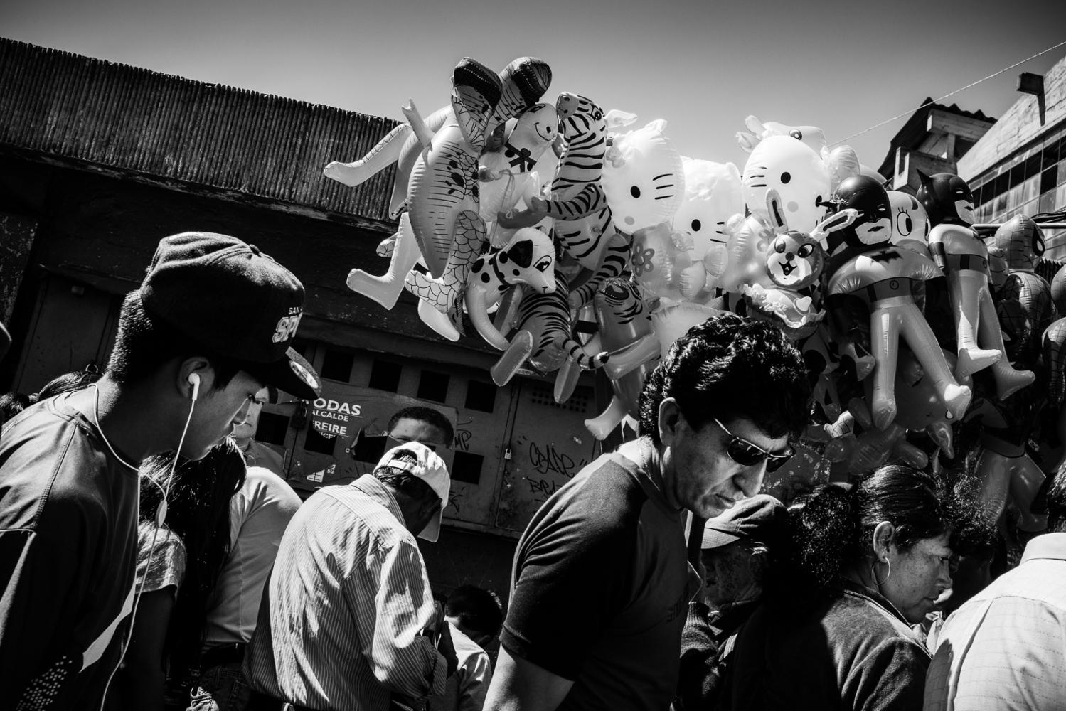 Art and Documentary Photography - Loading guerra_mercado_05.jpg