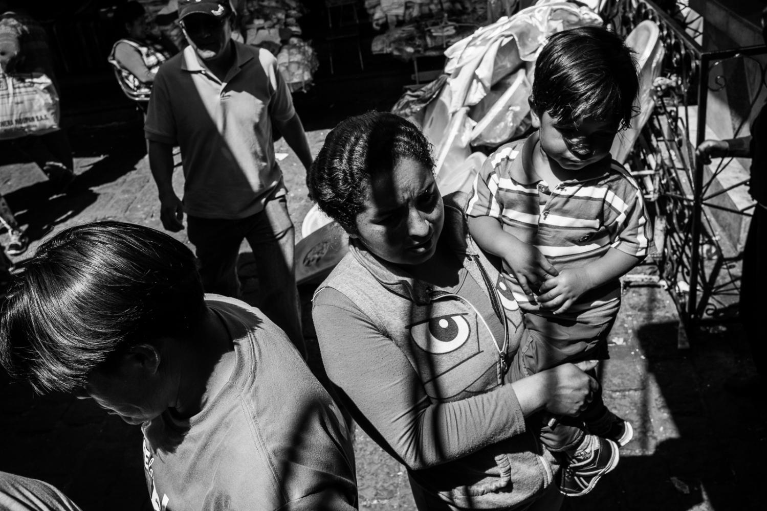 Art and Documentary Photography - Loading guerra_mercado_06.jpg