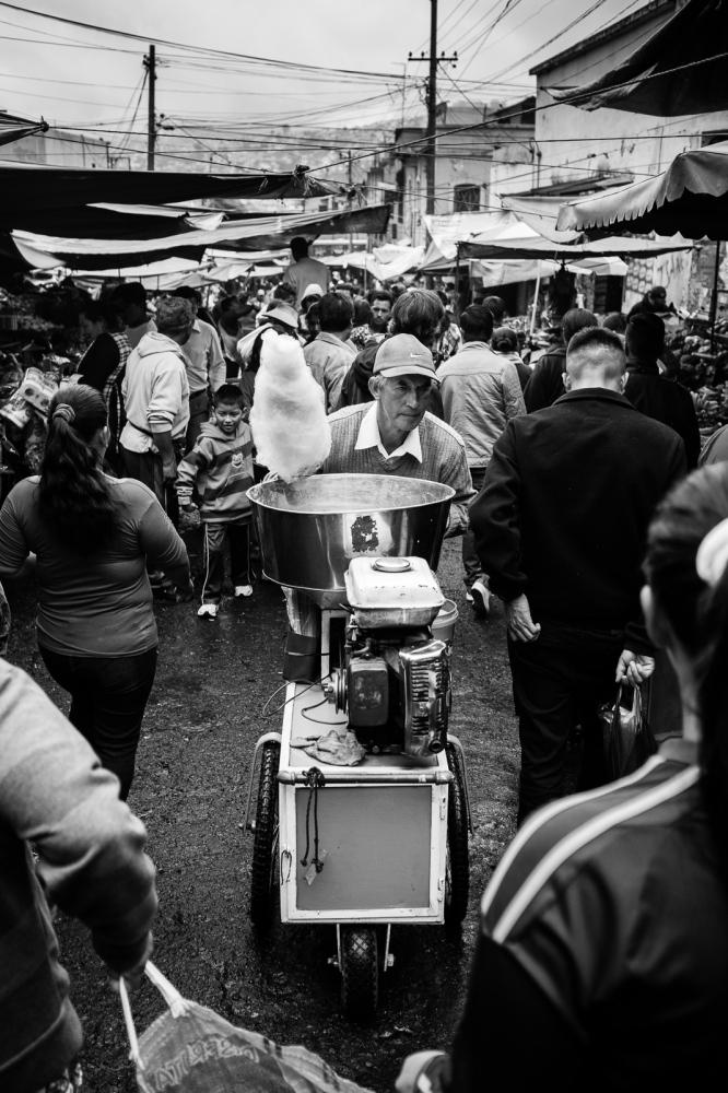 Art and Documentary Photography - Loading guerra_mercado_09.jpg