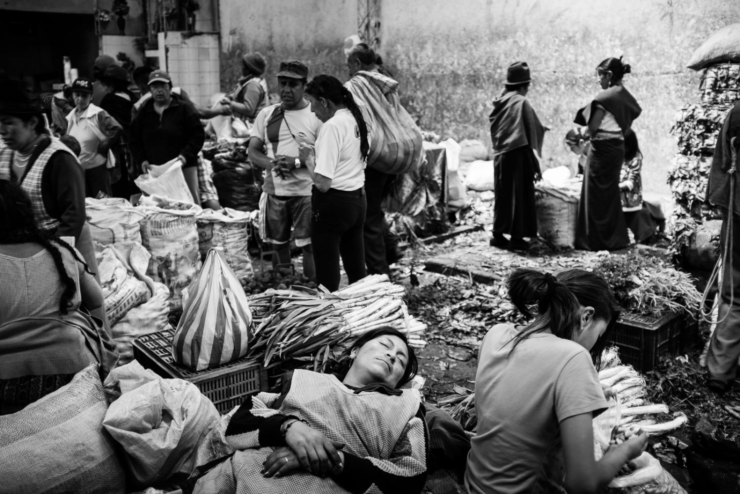 Art and Documentary Photography - Loading guerra_mercado_13.jpg