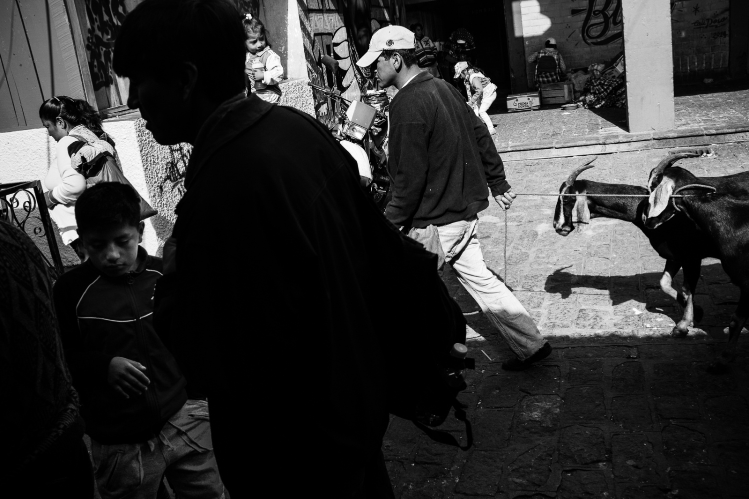 Art and Documentary Photography - Loading guerra_mercado_29.jpg