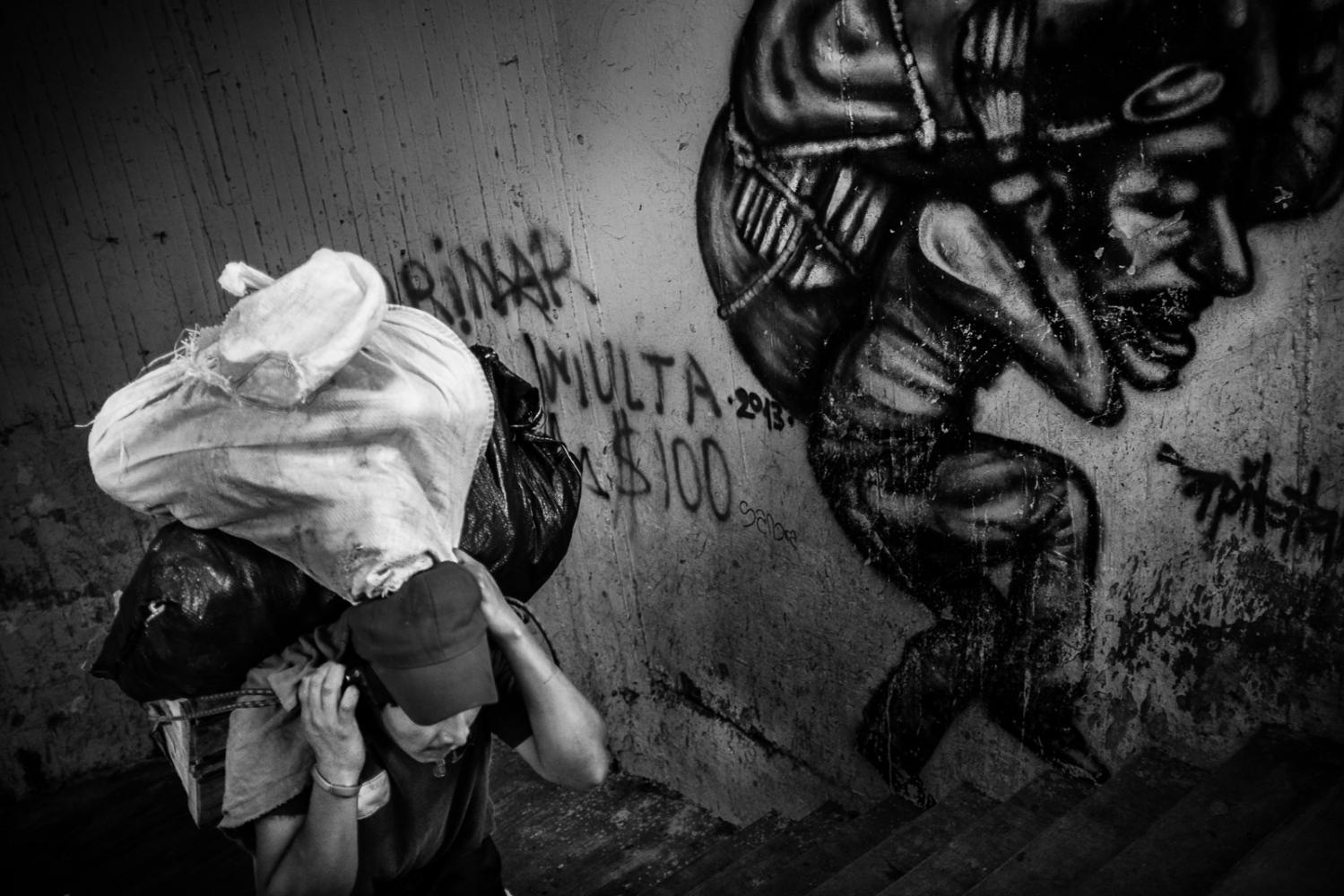 Art and Documentary Photography - Loading guerra_mercado_62.jpg
