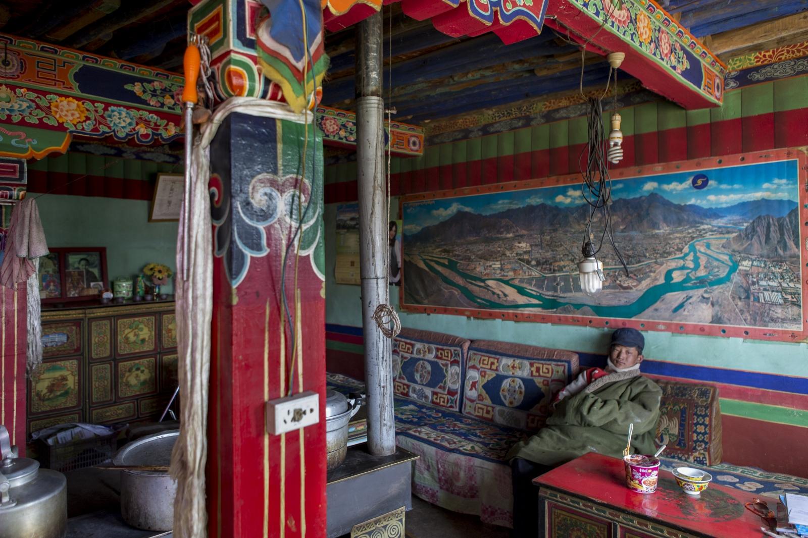 Art and Documentary Photography - Loading tibet-20.jpg