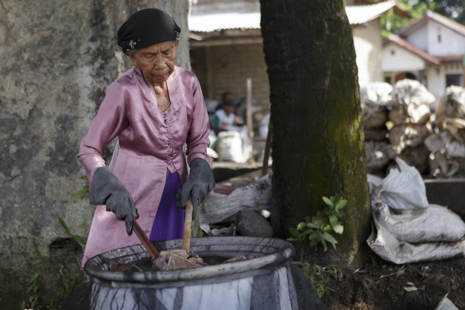 Art and Documentary Photography - Loading indonesia-4.jpg
