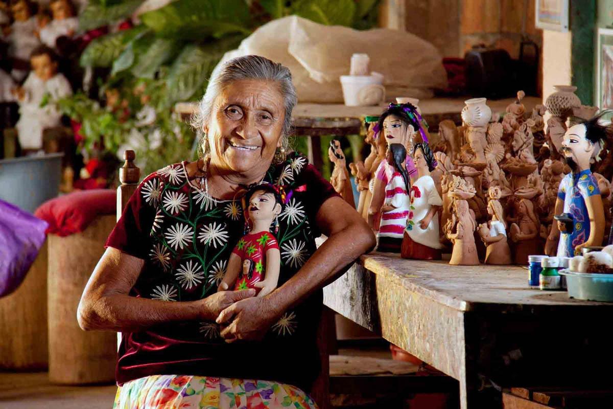 Guillermina Aguilar - Oaxacan Ceramic Folk Artist / Artesana Oaxaqueña