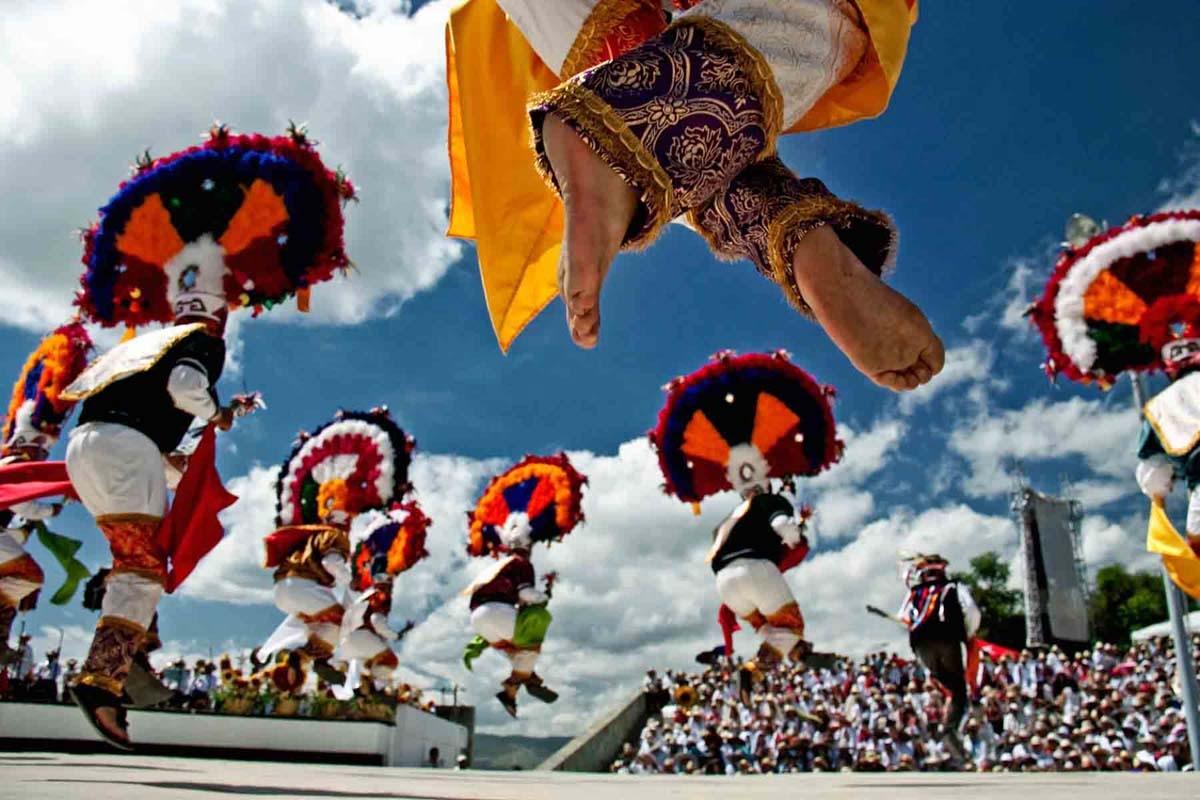Danza de la pluma en la Guelaguetza, Oaxaca