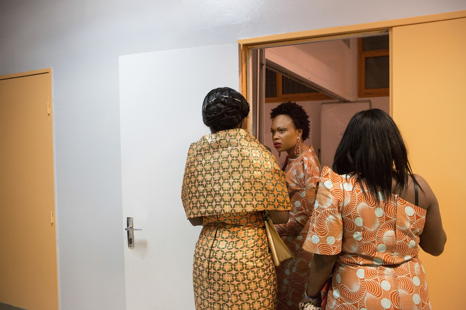 Ifonda Botuli, Carine Mwanza and Bianu, during Carine traditional wedding and dowry. The young afrofrench women of France keep doing the traditional African Wedding and dressing themselfs in a traditional way.