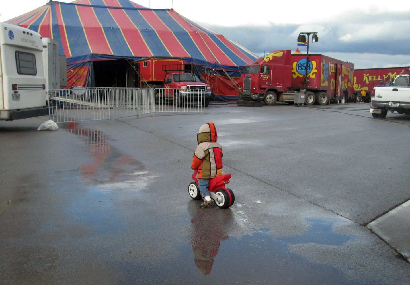 Art and Documentary Photography - Loading 16 oct 2009 N circus.jpg
