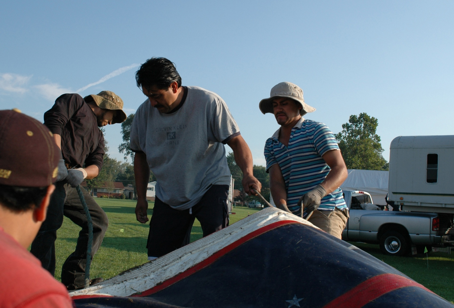 Art and Documentary Photography - Loading crew 9-4-09.jpg